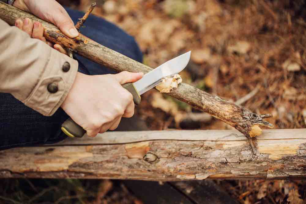 You don't want to replace your survival knife every year–spending a little more ensure a more durable piece of gear in your pack.
