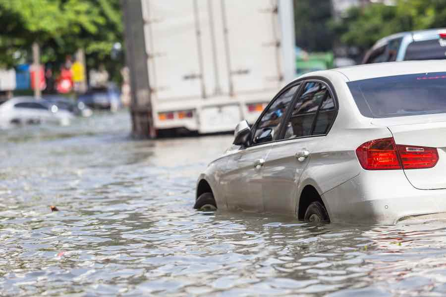 How to survive a flood: Flooded Car