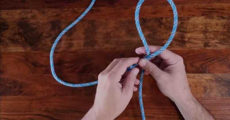 Heaving line knot step 2